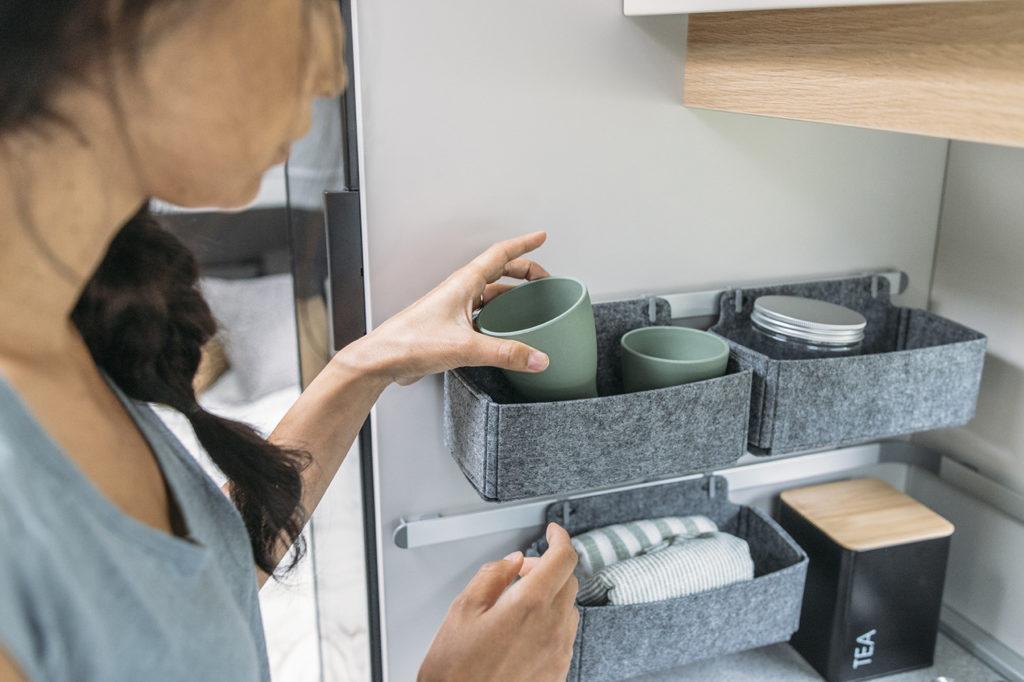 Adria Adora cucina - Dettaglio contenitori